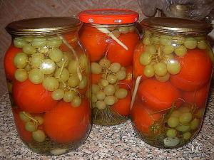 помидоры с виноградом в литровой банк