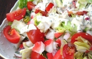 салат крабовый с помидорами