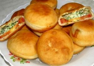 жаренные пирожки с помидорами