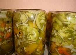 salat-iz-zelenyih-pomidorov-konservirovannyiy