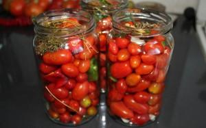 zasolka-pomidorov-cherri-zimu-4-300x187