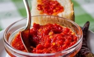 adjika_iz_pomidorov_i_chesnoka_bez_perca-22699