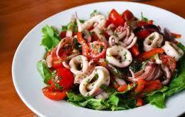 salat_s_kalmarami_i_pomidorami