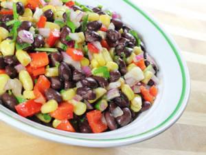 Салат из вареной фасоли и помидор
